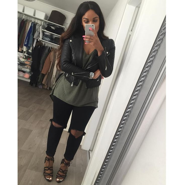 Leather jacket, faded Oilve  shirt, black knee cut jeans & a pair of black heels!
