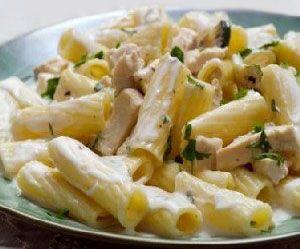 Κρεμώδεις πένες με κοτόπουλο, τυριά και μπέϊκον