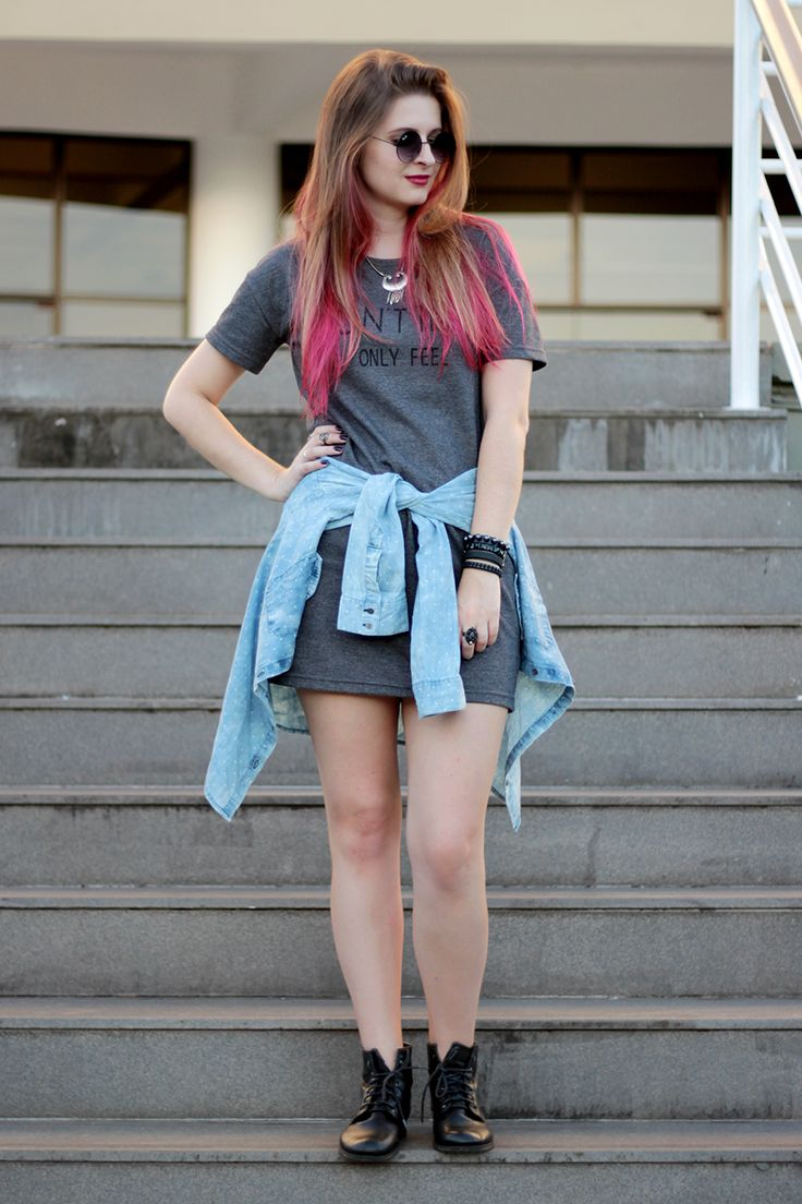 Meninices da Vida: Look: Vestido, camisa jeans e coturno.