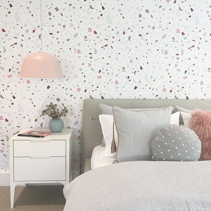 Girl's room wall decoration with self-adhesive, removable wallpaper. Marble pattern. Instagram: thank you @littlelibertyrooms for tagging @lenartewallpapers