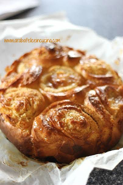 Torta di rose con crema di mandorle e arance