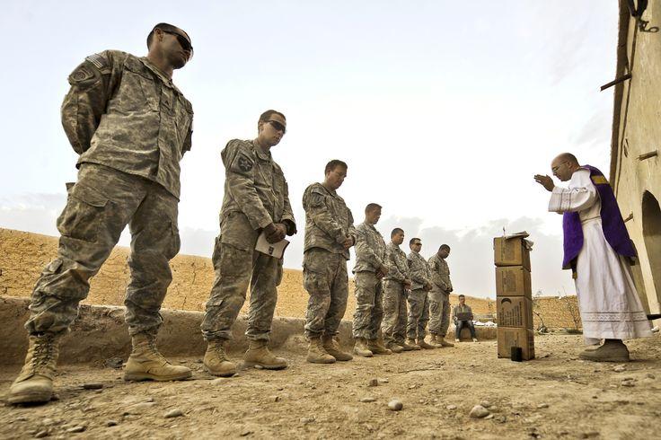https://churchpop.com/2015/04/20/14-inspiring-photos-of-mass-celebrated-in-war-zones/ U.S. Army / Flickr