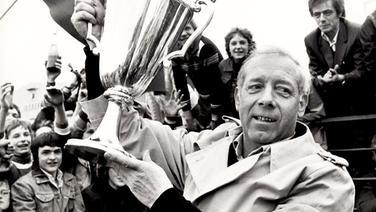 Kuno Klötzerkann in seiner Amtszeit von Juli 1973 bis zum 30. Juni 1977 den DFB-Pokal und den Europapokal der Pokalsieger an die Elbe holen. Außerdem gelingt dem Sachsen mit der Vizemeisterschaft 1976 die bis dahin beste Platzierung des HSV in der Bundesliga ; ... nur der HSV !!