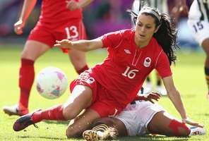 Associado à virilidade, o futebol ganha graça e beleza durante os torneios femininos. A seguir, as melhores fotos das jogadoras nos Jogos de Londres. Confira: Foto: Getty Images