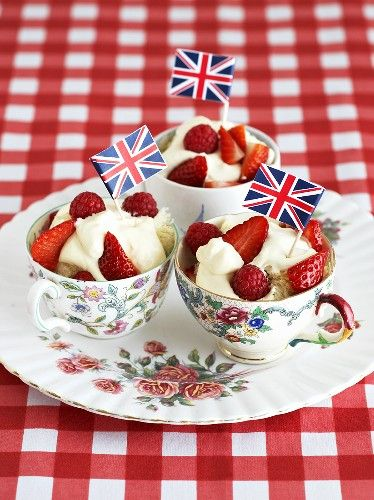 Strawberries and cream very cute for Wimbledon party! Yummy!