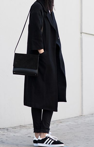 Sporty chic street style with an all black outfit & sneakers