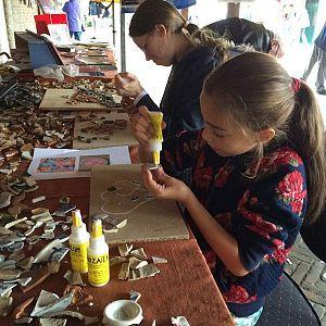 VLAARDINGEN - Vlaardingen doet op 16 en 17 oktober mee aan de Nationale Archeologiedagen. De Nationale Archeologiedagen is een nieuw evenement en de provincies Zuid-Holland, Noord-Holland en Utrecht hebben de primeur. In Vlaardingen, met haar rijke bodemarchief, hebben erfgoedinstellingen samen een veelzijdig programma gemaakt. Wie benieuwd is naar de plannen voor het toekomstige Educatief Archeologisch Erf in natuur- en recreatiegebied de Broekpolder, is welkom bij een gratis lezing op…