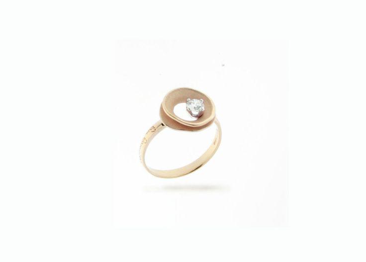 Lagoon Collection Gold ring with diamonds inspired nature // anillo de oro con diamantes inspirado en la naturaleza www.art-jeweller.com