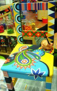 Silla de madera pintada a mano alzada con acrílicos.Diseño : Donyana, Realización Eulalia en el Taller Artes Decorativas de Artcrenata                                                                                                                                                                                 Más