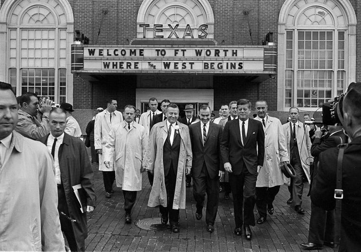 1963. 22 Novembre. leaving Hotel Texas. Jfk
