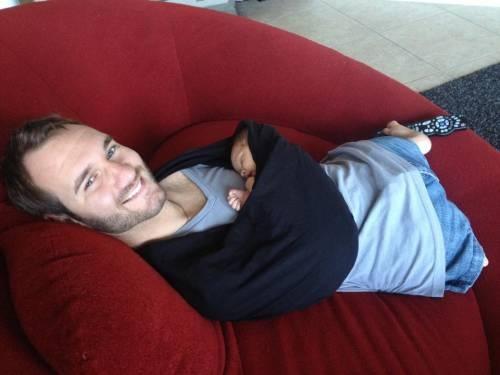 Nick Vujicic presenta a su hijo recién nacido: Un sueño hecho realidad