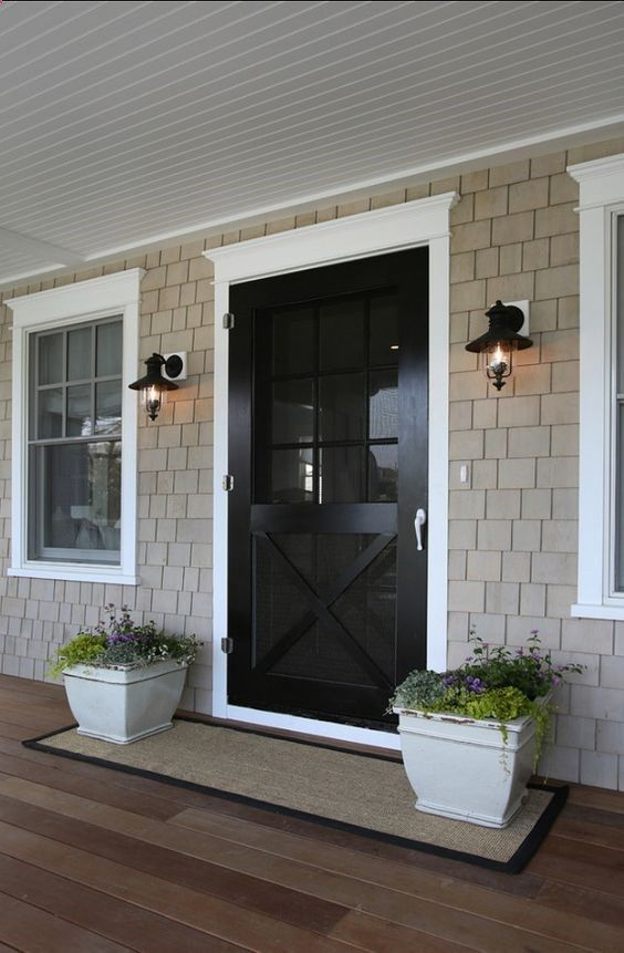 Pretty front entry. I like the long welcome mat that has the planters sitting on it as well.