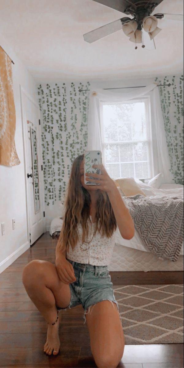 Pin by Averyy on Mirror selfies in 2020 | Mirror selfie