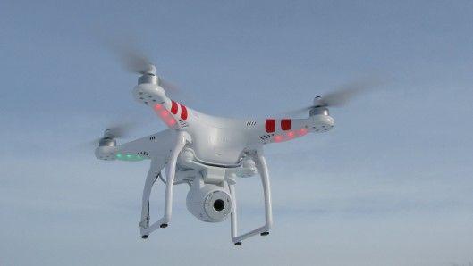 Gizmag takes a turn behind the joysticks of DJI's new Phantom 2 Vision quadcopter