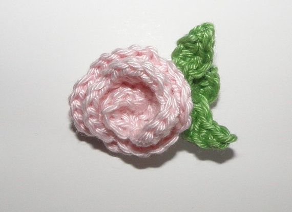 Rose brooch  Broche rosa por Amigurize en Etsy, €9.00