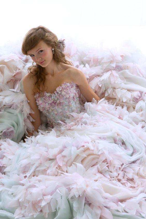 ニュアンスカラーの優しげドレス♡ 桜の時期のお色直しのアイデア☆