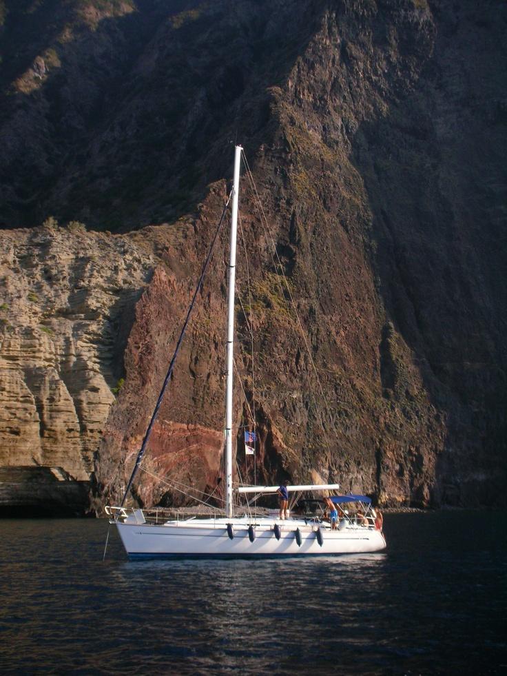 rada Vulcano . Eolie sailing