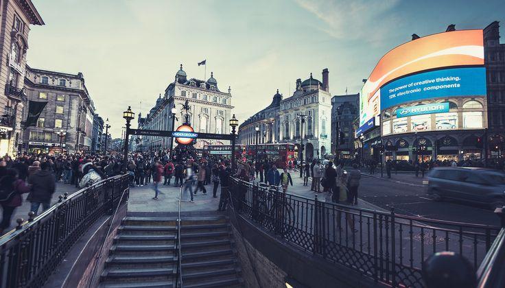 Londres Calling #Fly #me #Away: #Londres #Calling | #cidades #globais #centros #financeiros #mundo #turistas #TrendyNotes #Londres! #Piccadilly #Circus #PiccadillyCircus #London