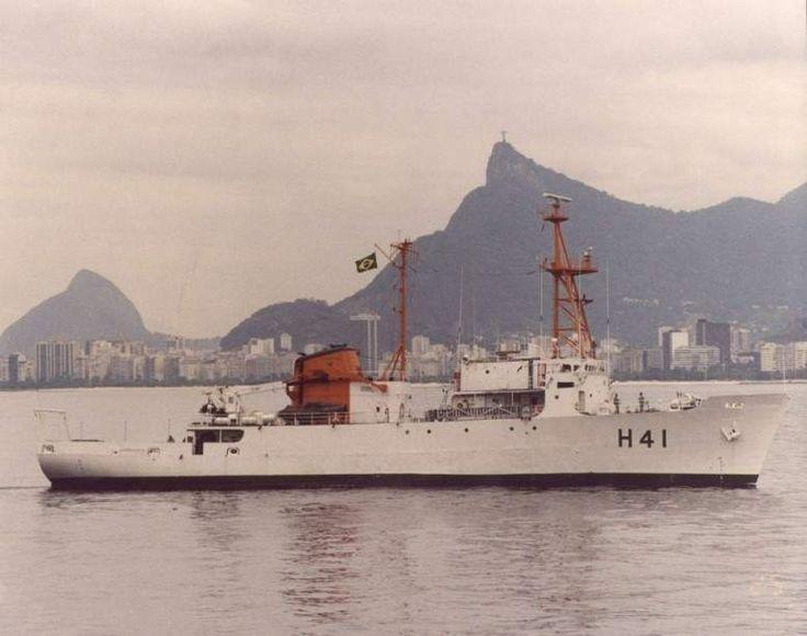 O Almirante Câmara, na Baia da Guanabara. (foto: Marinha do Brasil, via Comte. Carlos Roberto da Silva).