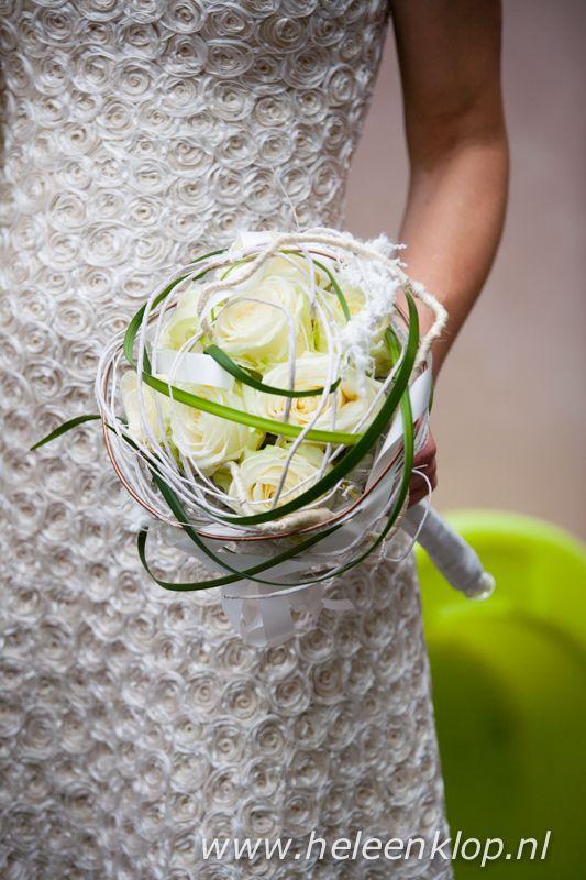 Bruiloft C Bruidsboeket witte rozen