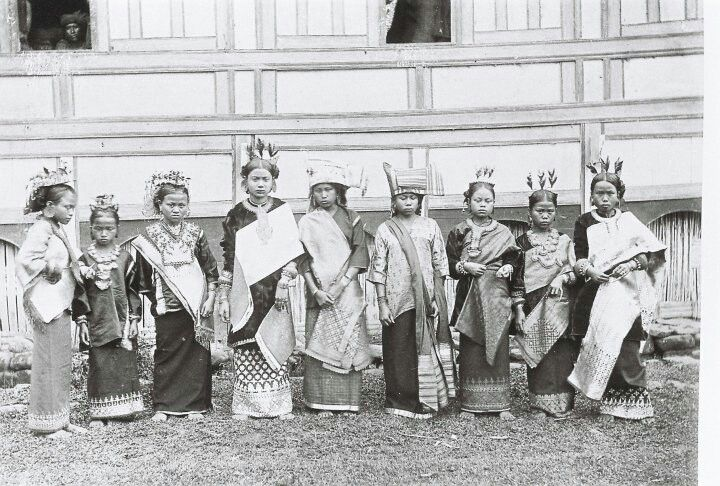Gadih Minang, dalam pakaian adat minang, Padangpanjang, saisuak, th 1920 an