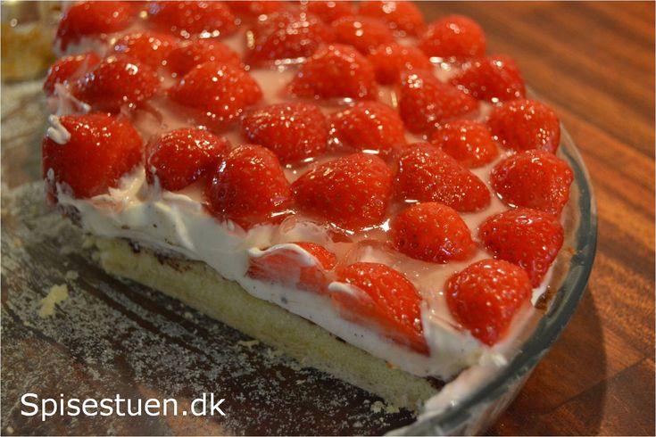 Det er sommer, og det er skønt. Jeg har fundet fine danske jordbær, og brugt dem til en jordbærtærte. Det var desserten til familiemiddag i går, og det var en dessert alle kunne lide. Den har sprød…