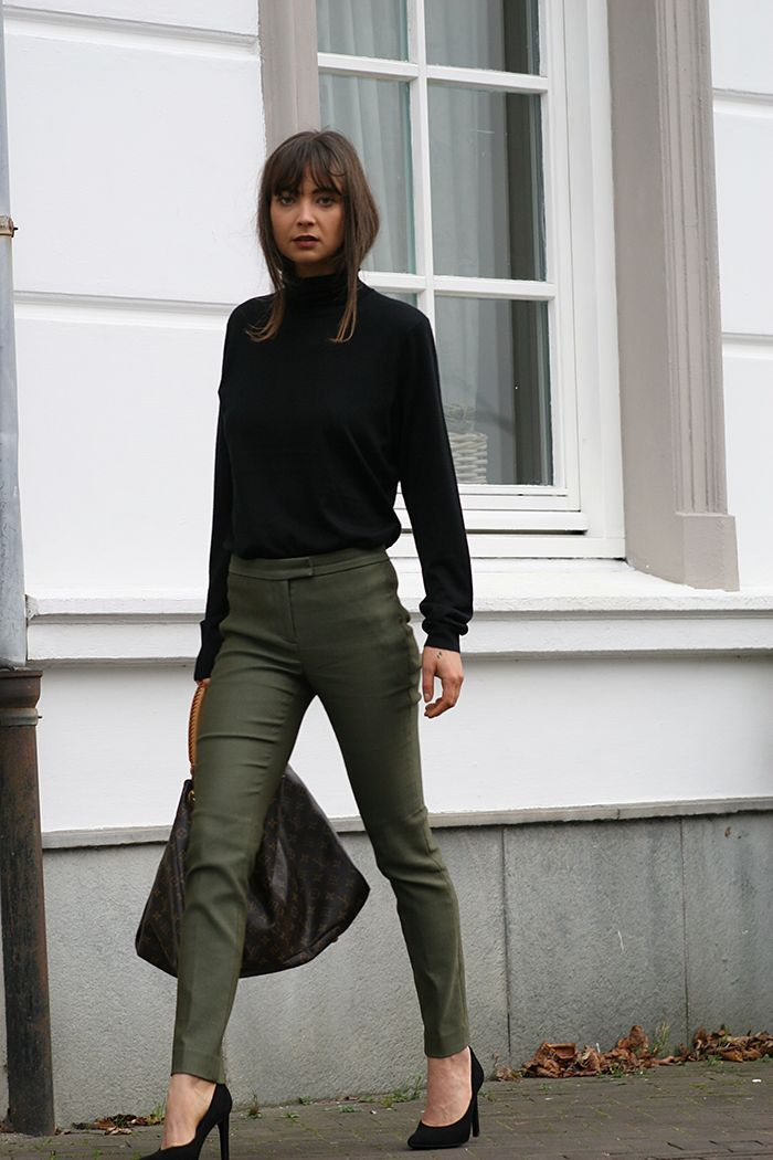 I'm wearing; ZARA turtleneck (similar here) & heels, J.CREW trousers (similar here), LOUIS VUITTONArtsy bag. Similar items  Shop skinny pants. *