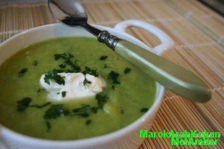 Een hele lekkere groene soep met de frisse touch van groene Marokkaanse mint.....Dit heb je nodig3 preien150 gram diepvries doperwtjes500 ml. kippen- of groentenbouillon van b