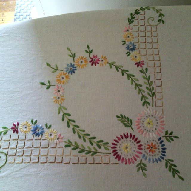 Domesblissity: 11 things to do with tablecloths