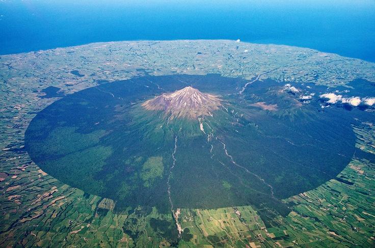 Mt Egmont / Taranaki (2518m) and its circular National Park.