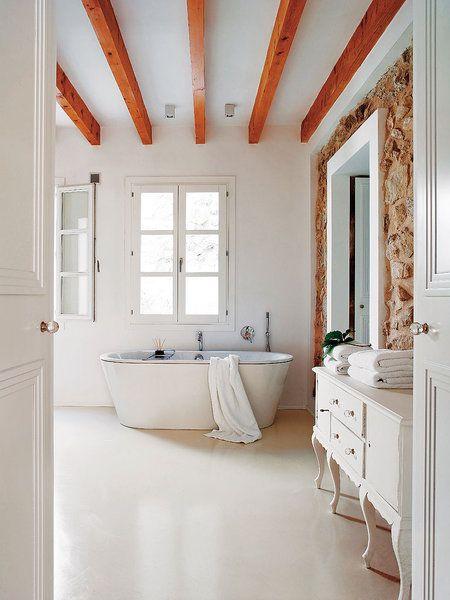 Baño de microcemento blanco