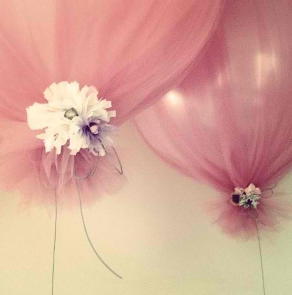 balloons with tulle | Balloons wrapped in tulle. Cute for a tea ... | Holiday and Gifts an ...