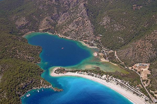 Turkey, Oludeniz  Олудениз е малко курортно селце на 12 км от град Фетие в Турция, разположено на югозападния бряг на Егейско море.  Синята лагуна e национален резерват.