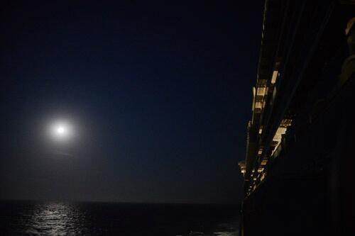 A full moon at sea on board Ventura. Thanks to @AlfiePics #ShipShots