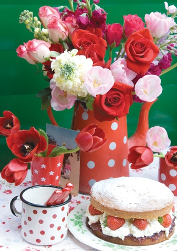 polka dots and flowers - <3: Happy Birthday, Tables Sets, Polka Dots, Polkadot, Red Flowers, Afternoon Teas, Red Dots, Flowers Cakes, Cakes Flowers