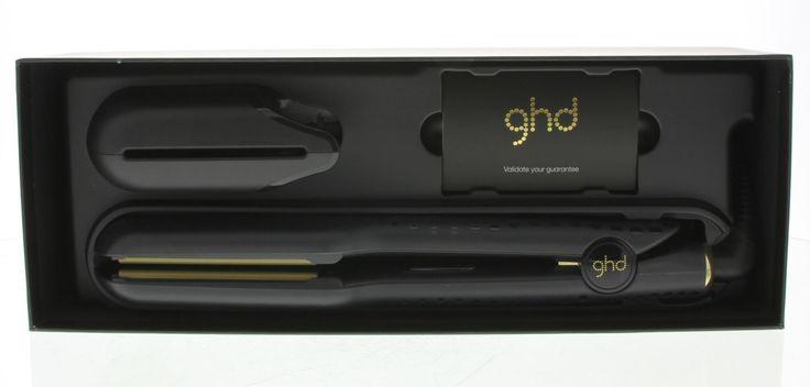 ghd V Gold Professional Styler Stijltang Max 1Stuks  GHD V Gold Professional Styler Max. Deze stijltang heeft een optimale temperatuur geavanceerde keramische warmte-technologie en contouraangevende platen wat er voor zorgt dat het haar glad glanzend en pluisvrij wordt. Bevat een hittebestendige tas om de stijltang te beschermen. De stijltang heeft een universeel voltage en gaat automatisch uit. Deze stijltang heeft extra breden platen wat de stijltang extra geschikt maakt voor dik haar…
