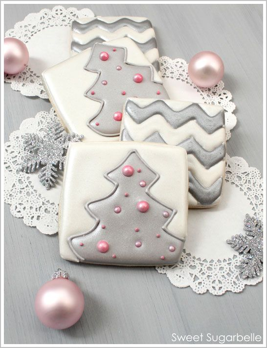 Modern Christmas Cookies~~  Yes....in January....I'm still interested. This person DOES offer good directions. Flood Icing is worth learning.