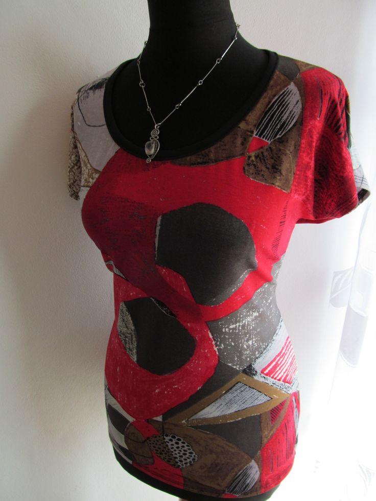 Tričko MATERIÁL -viskoza+elastan velikost --prsa,pas,boky ???? délka 65cm