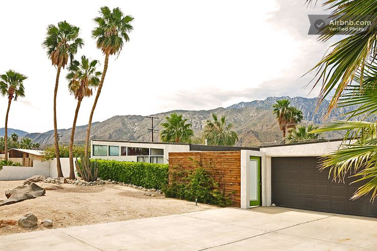 Mid-century home with a pool in Palm Springs. Let's go on vacation!: