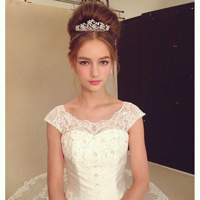 TAKAMI BRIDAL 2015 A/W collection 贅沢にあしらわれたレースが美しい、プリンセスのようなウエディングドレスとヘアメイク。  Hair by @gen_dai