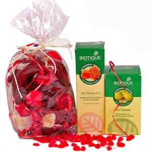 Pamper Mom  with loads of luxuries of the revitalizing hamper. Rs 999/- http://www.tajonline.com/mothers-day-gifts/product/md2143/comfort-of-home-pleasure-of-spa/?aff=pint2014/