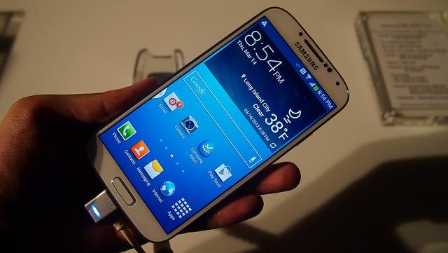 บทวิเคราะห์ Galaxy S4 พลาสติกก๊อบแก๊บบุกอเมริกา | Blognone