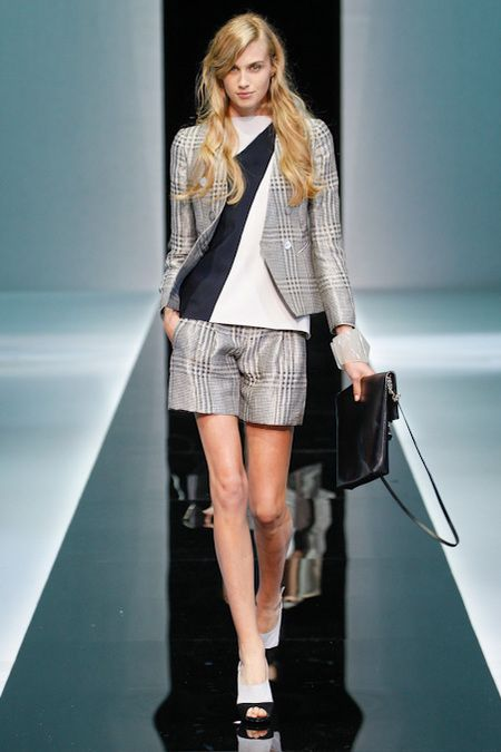 Emporio Armani Spring 2013. 1980-1995 Costume for Women: shorts suits begin to return to today's fashion.