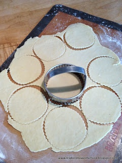empanada dough bake or deep fry... need to try for puertorican emapanadillas