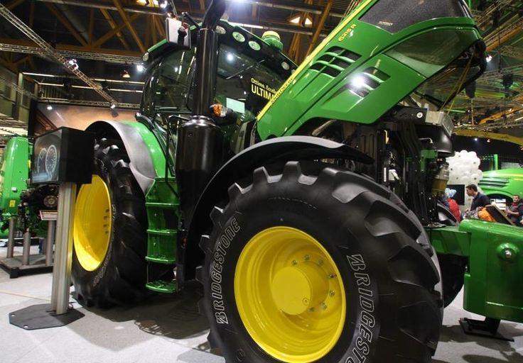 Le Vt-Tractor est un pneu agricole haut de gamme, dernier né des centres de développement Bridgestone. Il propose une très bonne traction afin d'obtenir une rentabilité exceptionnelle, pour une consommation moindre de carburant. de plus, il propose des...