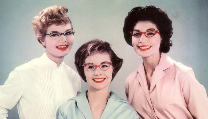 819f3d83707d6 Como escolher os óculos de grau retrô perfeitos   Universo Retrô   oculosretro  oculosgatinho