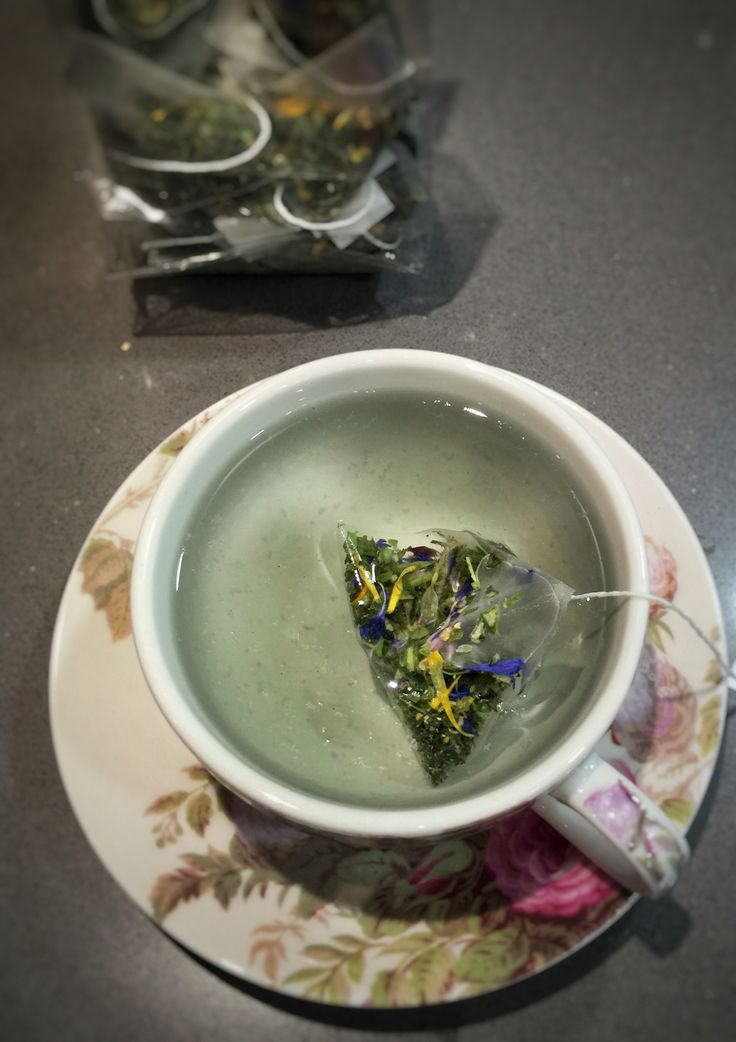 Tea from South Tyrol. Family run business harvesting beautiful herbs and flowers.   Great digestive. Spearmint.  http://thepopupdeli.co.uk/product/subscription/  #tea #mint #subscriptionbox