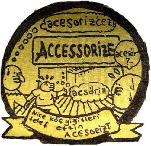 Bu bir Umut Sarıkaya karikatürüdür.O da bu dertten muzdarip.  Accessorize diye bir marka var hani,envayi yerde mağazaları falan var,incik boncuk,çanta vs vs satıyorlar işte.Cidden merak ediyorum,nasıl telaffuz ediliyor lan bu?  Budanesi tanıdık geldi mi acabaa :D