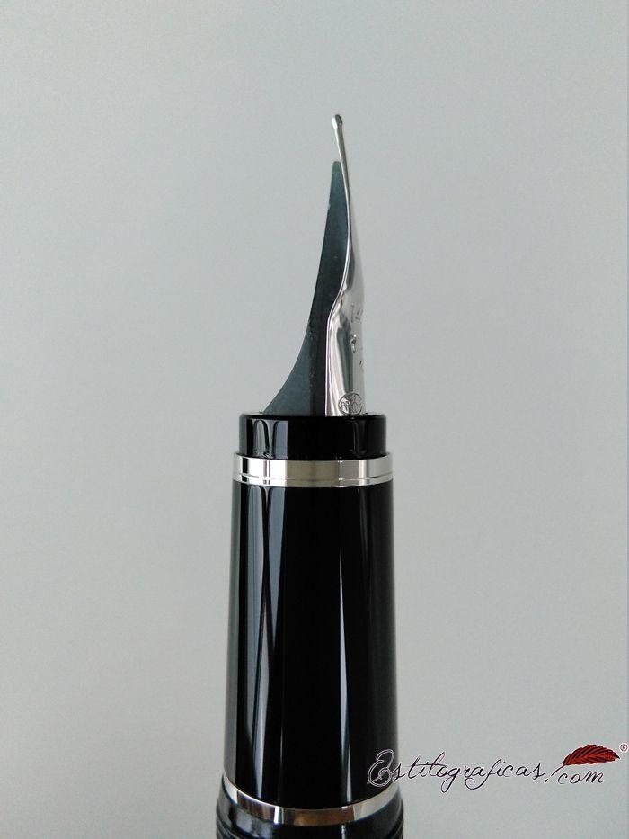Plumín Falcon de la pluma estilográfica del mismo nombre. Flexible y con forma de pico de halcón.