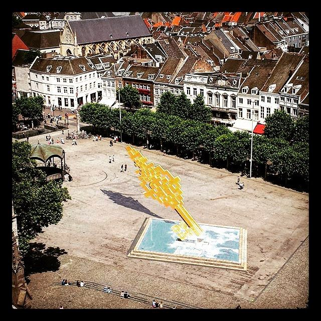...and the key is back in place again. However, you have to climb the Sint Jan church to see this 3D streetart anamorphosis by artist Manny Dassen, otherwise you can't make anything of the drawings on the Vrijthof - #Mtricht Maastricht